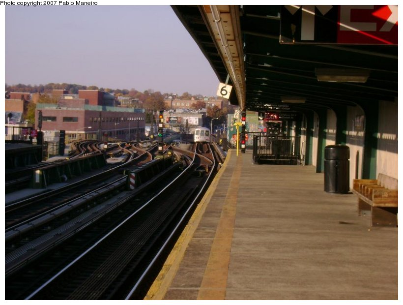 (109k, 820x620)<br><b>Country:</b> United States<br><b>City:</b> New York<br><b>System:</b> New York City Transit<br><b>Line:</b> BMT Culver Line<br><b>Location:</b> Ditmas Avenue <br><b>Photo by:</b> Pablo Maneiro<br><b>Date:</b> 11/5/2006<br><b>Viewed (this week/total):</b> 0 / 1121