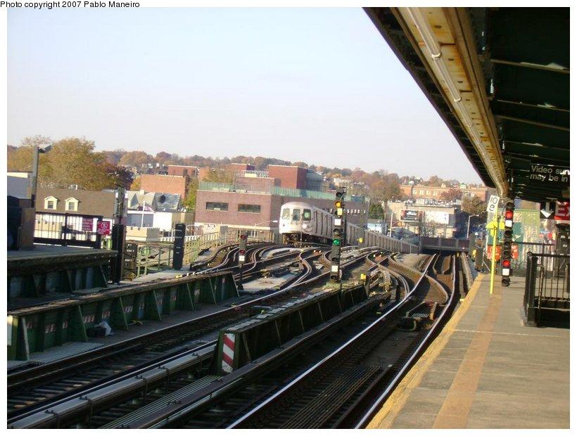 (129k, 820x620)<br><b>Country:</b> United States<br><b>City:</b> New York<br><b>System:</b> New York City Transit<br><b>Line:</b> BMT Culver Line<br><b>Location:</b> Ditmas Avenue <br><b>Route:</b> G<br><b>Car:</b> R-46 (Pullman-Standard, 1974-75) 6046 <br><b>Photo by:</b> Pablo Maneiro<br><b>Date:</b> 11/5/2006<br><b>Viewed (this week/total):</b> 5 / 2324