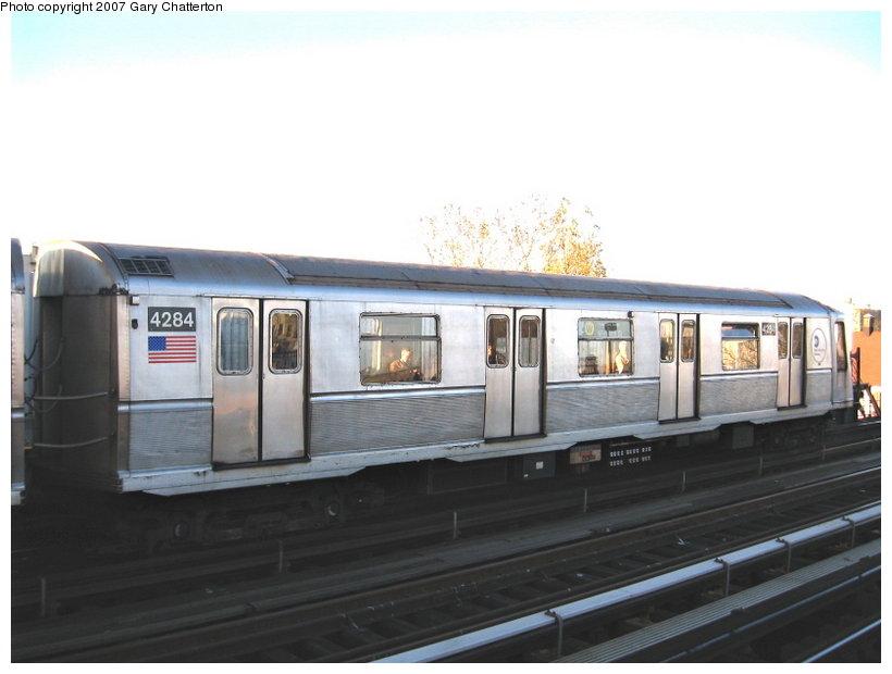 (75k, 820x620)<br><b>Country:</b> United States<br><b>City:</b> New York<br><b>System:</b> New York City Transit<br><b>Line:</b> BMT Astoria Line<br><b>Location:</b> Broadway <br><b>Route:</b> W<br><b>Car:</b> R-40 (St. Louis, 1968)  4284 <br><b>Photo by:</b> Gary Chatterton<br><b>Date:</b> 11/21/2006<br><b>Viewed (this week/total):</b> 4 / 2160