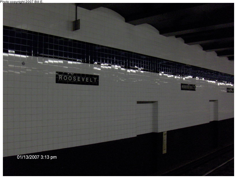 (74k, 820x622)<br><b>Country:</b> United States<br><b>City:</b> New York<br><b>System:</b> New York City Transit<br><b>Line:</b> IND Queens Boulevard Line<br><b>Location:</b> Roosevelt Avenue <br><b>Photo by:</b> Bill E.<br><b>Date:</b> 1/13/2007<br><b>Notes:</b> Refurbished wall tile at Roosevelt Ave.<br><b>Viewed (this week/total):</b> 1 / 1791