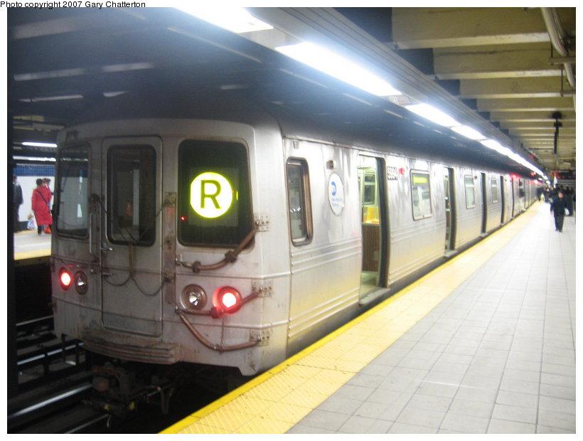 (91k, 820x620)<br><b>Country:</b> United States<br><b>City:</b> New York<br><b>System:</b> New York City Transit<br><b>Line:</b> IND Queens Boulevard Line<br><b>Location:</b> Roosevelt Avenue <br><b>Route:</b> R<br><b>Car:</b> R-46 (Pullman-Standard, 1974-75) 5994 <br><b>Photo by:</b> Gary Chatterton<br><b>Date:</b> 1/13/2007<br><b>Viewed (this week/total):</b> 0 / 2683