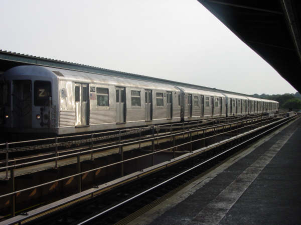 (35k, 600x450)<br><b>Country:</b> United States<br><b>City:</b> New York<br><b>System:</b> New York City Transit<br><b>Line:</b> BMT Nassau Street/Jamaica Line<br><b>Location:</b> 75th Street/Elderts Lane <br><b>Route:</b> Z<br><b>Car:</b> R-42 (St. Louis, 1969-1970)  4747 <br><b>Photo by:</b> Mike Scott<br><b>Date:</b> 7/25/2006<br><b>Viewed (this week/total):</b> 0 / 2683