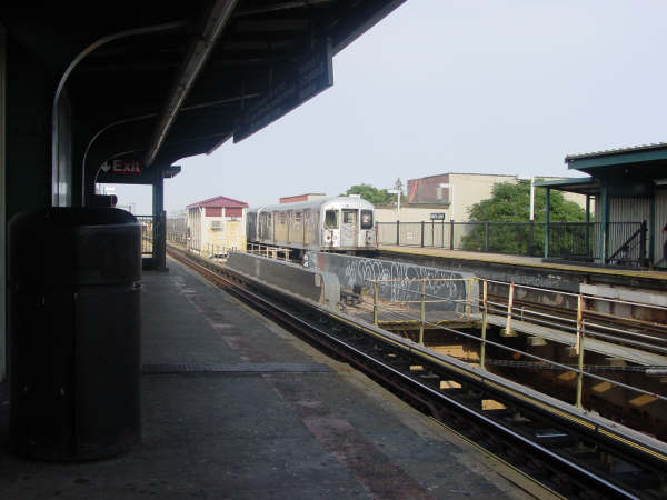 (33k, 600x450)<br><b>Country:</b> United States<br><b>City:</b> New York<br><b>System:</b> New York City Transit<br><b>Line:</b> BMT Nassau Street/Jamaica Line<br><b>Location:</b> 75th Street/Elderts Lane <br><b>Route:</b> Z<br><b>Car:</b> R-42 (St. Louis, 1969-1970)   <br><b>Photo by:</b> Mike Scott<br><b>Date:</b> 7/25/2006<br><b>Viewed (this week/total):</b> 2 / 2707