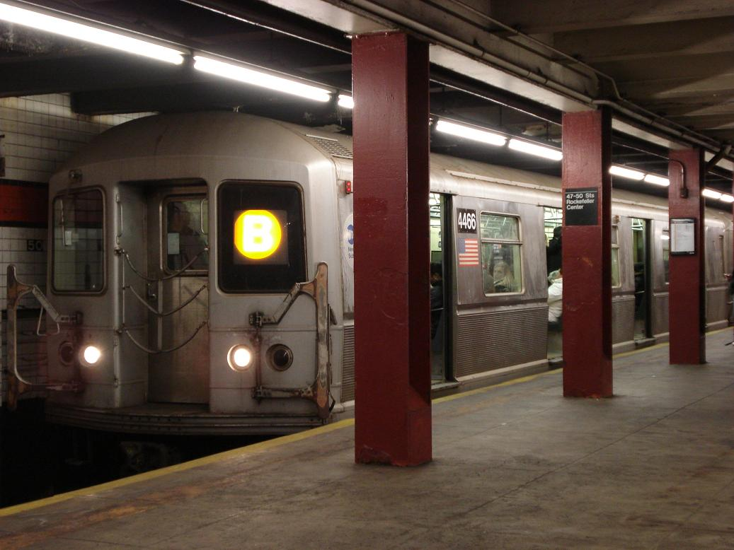 (110k, 1037x778)<br><b>Country:</b> United States<br><b>City:</b> New York<br><b>System:</b> New York City Transit<br><b>Line:</b> IND 6th Avenue Line<br><b>Location:</b> 47-50th Street/Rockefeller Center <br><b>Route:</b> B<br><b>Car:</b> R-40M (St. Louis, 1969)  4466 <br><b>Photo by:</b> Michael Hodurski<br><b>Date:</b> 1/12/2007<br><b>Viewed (this week/total):</b> 2 / 3442
