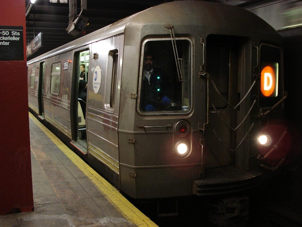 (100k, 1037x778)<br><b>Country:</b> United States<br><b>City:</b> New York<br><b>System:</b> New York City Transit<br><b>Line:</b> IND 6th Avenue Line<br><b>Location:</b> 47-50th Street/Rockefeller Center <br><b>Route:</b> D<br><b>Car:</b> R-68 (Westinghouse-Amrail, 1986-1988)  2656 <br><b>Photo by:</b> Michael Hodurski<br><b>Date:</b> 1/12/2007<br><b>Viewed (this week/total):</b> 3 / 3589