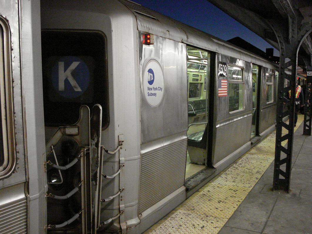 (157k, 1061x796)<br><b>Country:</b> United States<br><b>City:</b> New York<br><b>System:</b> New York City Transit<br><b>Line:</b> BMT Brighton Line<br><b>Location:</b> Brighton Beach <br><b>Route:</b> B<br><b>Car:</b> R-40M (St. Louis, 1969)  4509 <br><b>Photo by:</b> Michael Hodurski<br><b>Date:</b> 1/3/2007<br><b>Viewed (this week/total):</b> 0 / 3755
