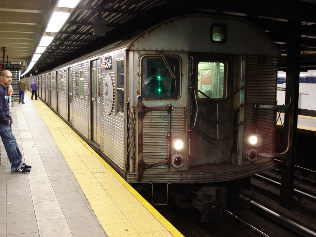 (128k, 1037x778)<br><b>Country:</b> United States<br><b>City:</b> New York<br><b>System:</b> New York City Transit<br><b>Line:</b> IND Queens Boulevard Line<br><b>Location:</b> Roosevelt Avenue <br><b>Route:</b> E<br><b>Car:</b> R-32 (Budd, 1964)  3844 <br><b>Photo by:</b> Michael Hodurski<br><b>Date:</b> 1/6/2007<br><b>Viewed (this week/total):</b> 5 / 2897