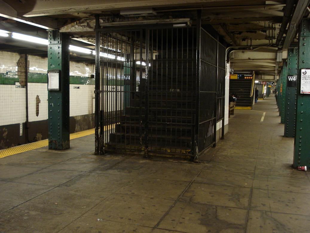 (124k, 1037x778)<br><b>Country:</b> United States<br><b>City:</b> New York<br><b>System:</b> New York City Transit<br><b>Line:</b> IND 6th Avenue Line<br><b>Location:</b> West 4th Street/Washington Square <br><b>Photo by:</b> Michael Hodurski<br><b>Date:</b> 1/5/2007<br><b>Notes:</b> Abandoned stairwell.<br><b>Viewed (this week/total):</b> 0 / 1944