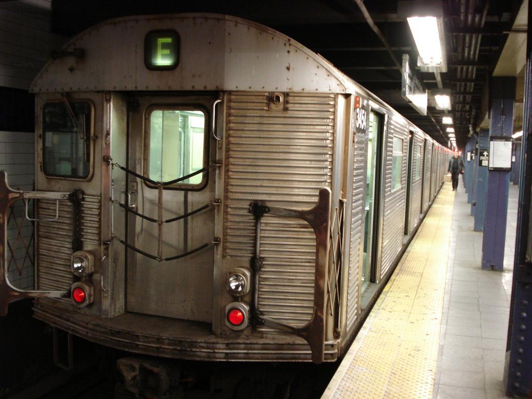 (121k, 1037x778)<br><b>Country:</b> United States<br><b>City:</b> New York<br><b>System:</b> New York City Transit<br><b>Line:</b> IND 8th Avenue Line<br><b>Location:</b> Chambers Street/World Trade Center <br><b>Route:</b> E<br><b>Car:</b> R-32 (Budd, 1964)  3454 <br><b>Photo by:</b> Michael Hodurski<br><b>Date:</b> 1/12/2007<br><b>Viewed (this week/total):</b> 2 / 2471