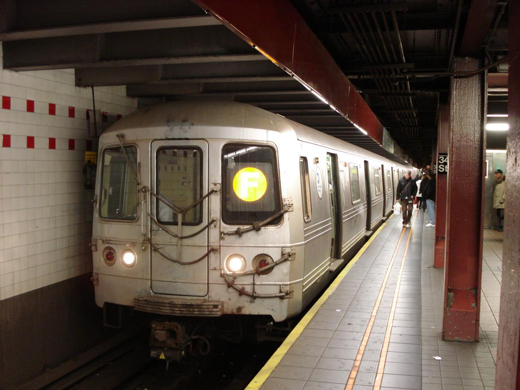 (116k, 1037x778)<br><b>Country:</b> United States<br><b>City:</b> New York<br><b>System:</b> New York City Transit<br><b>Line:</b> IND 6th Avenue Line<br><b>Location:</b> 34th Street/Herald Square <br><b>Route:</b> F<br><b>Car:</b> R-46 (Pullman-Standard, 1974-75) 56xx <br><b>Photo by:</b> Michael Hodurski<br><b>Date:</b> 1/12/2007<br><b>Viewed (this week/total):</b> 0 / 2340