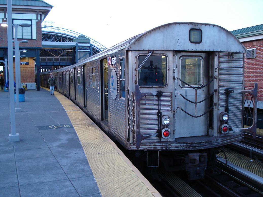 (148k, 1037x778)<br><b>Country:</b> United States<br><b>City:</b> New York<br><b>System:</b> New York City Transit<br><b>Location:</b> Coney Island/Stillwell Avenue<br><b>Route:</b> F<br><b>Car:</b> R-32 (Budd, 1964) 3544 <br><b>Photo by:</b> Michael Hodurski<br><b>Date:</b> 1/10/2007<br><b>Viewed (this week/total):</b> 0 / 3214