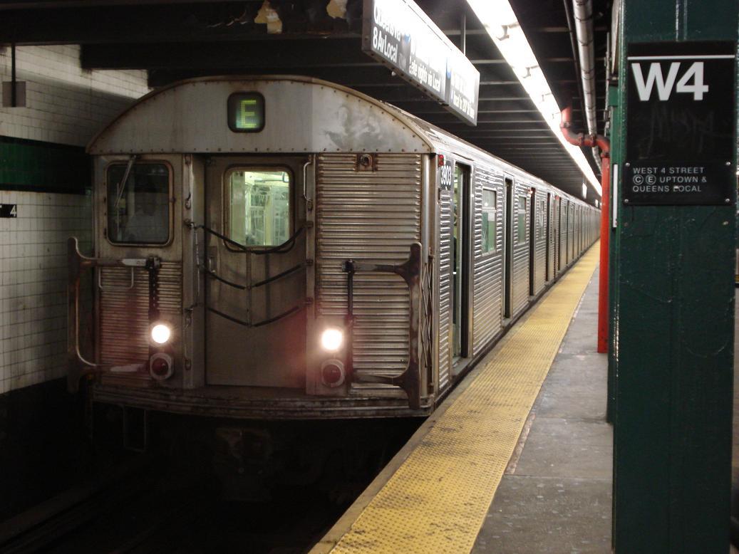 (113k, 1037x778)<br><b>Country:</b> United States<br><b>City:</b> New York<br><b>System:</b> New York City Transit<br><b>Line:</b> IND 8th Avenue Line<br><b>Location:</b> West 4th Street/Washington Square <br><b>Route:</b> E<br><b>Car:</b> R-32 (Budd, 1964)  3903 <br><b>Photo by:</b> Michael Hodurski<br><b>Date:</b> 1/12/2007<br><b>Viewed (this week/total):</b> 3 / 2767