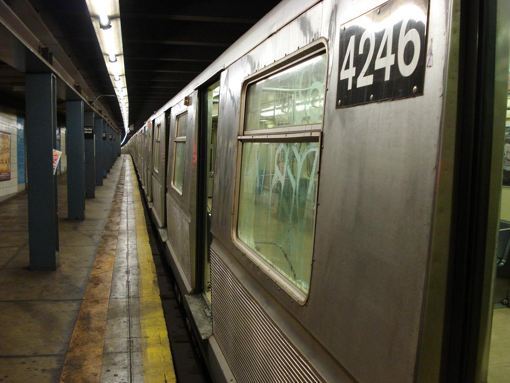 (124k, 1037x778)<br><b>Country:</b> United States<br><b>City:</b> New York<br><b>System:</b> New York City Transit<br><b>Line:</b> BMT Broadway Line<br><b>Location:</b> Rector Street <br><b>Route:</b> W<br><b>Car:</b> R-40 (St. Louis, 1968)  4246 <br><b>Photo by:</b> Michael Hodurski<br><b>Date:</b> 1/15/2007<br><b>Viewed (this week/total):</b> 0 / 3184