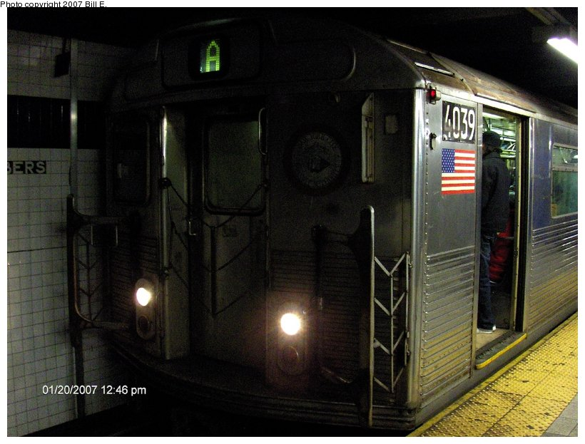 (116k, 820x623)<br><b>Country:</b> United States<br><b>City:</b> New York<br><b>System:</b> New York City Transit<br><b>Line:</b> IND 8th Avenue Line<br><b>Location:</b> Chambers Street/World Trade Center <br><b>Route:</b> A<br><b>Car:</b> R-38 (St. Louis, 1966-1967)  4039 <br><b>Photo by:</b> Bill E.<br><b>Date:</b> 1/20/2007<br><b>Viewed (this week/total):</b> 0 / 2496