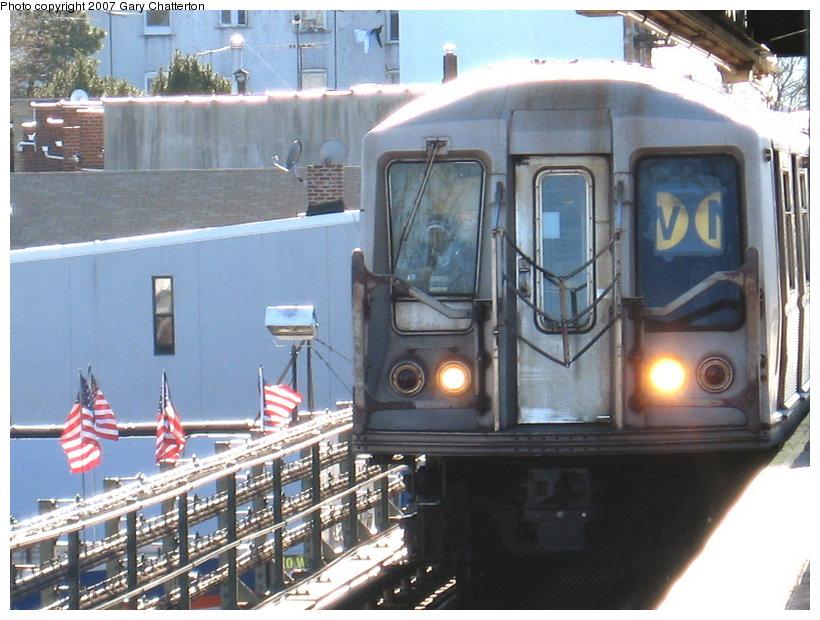 (122k, 820x620)<br><b>Country:</b> United States<br><b>City:</b> New York<br><b>System:</b> New York City Transit<br><b>Line:</b> BMT Astoria Line<br><b>Location:</b> Astoria Boulevard/Hoyt Avenue <br><b>Route:</b> W<br><b>Car:</b> R-40 (St. Louis, 1968)  4340 <br><b>Photo by:</b> Gary Chatterton<br><b>Date:</b> 1/17/2007<br><b>Viewed (this week/total):</b> 2 / 3392