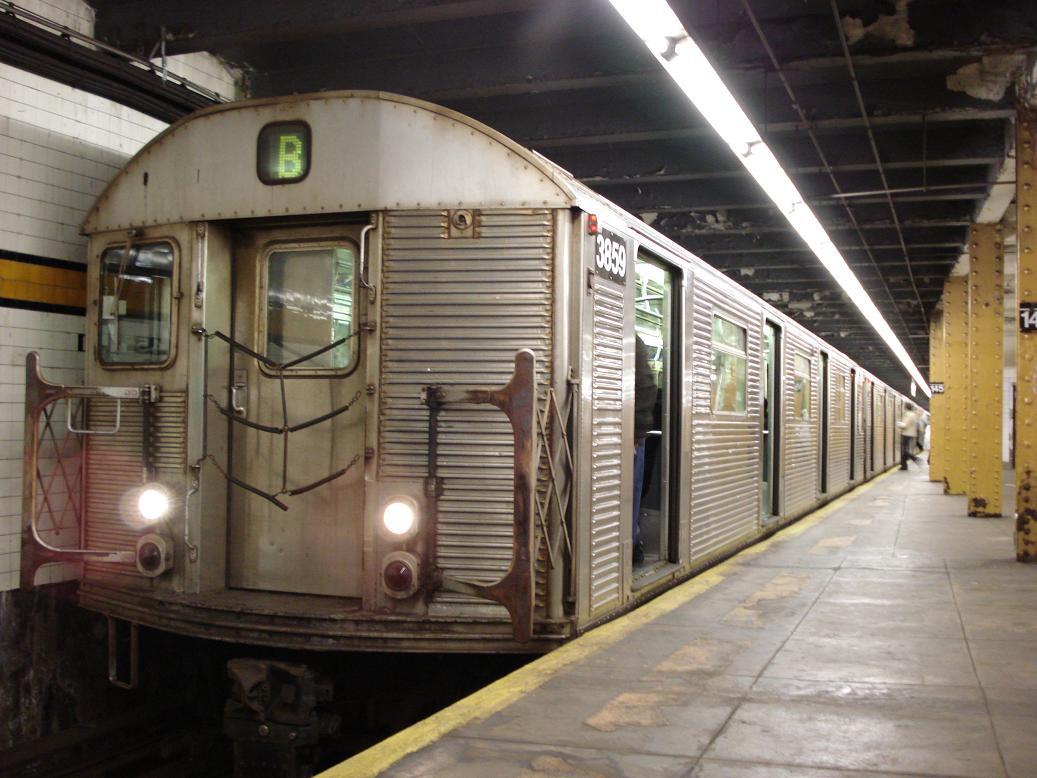 (129k, 1037x778)<br><b>Country:</b> United States<br><b>City:</b> New York<br><b>System:</b> New York City Transit<br><b>Line:</b> IND 8th Avenue Line<br><b>Location:</b> 145th Street <br><b>Route:</b> B<br><b>Car:</b> R-32 (Budd, 1964)  3859 <br><b>Photo by:</b> Michael Hodurski<br><b>Date:</b> 1/19/2007<br><b>Viewed (this week/total):</b> 0 / 3394