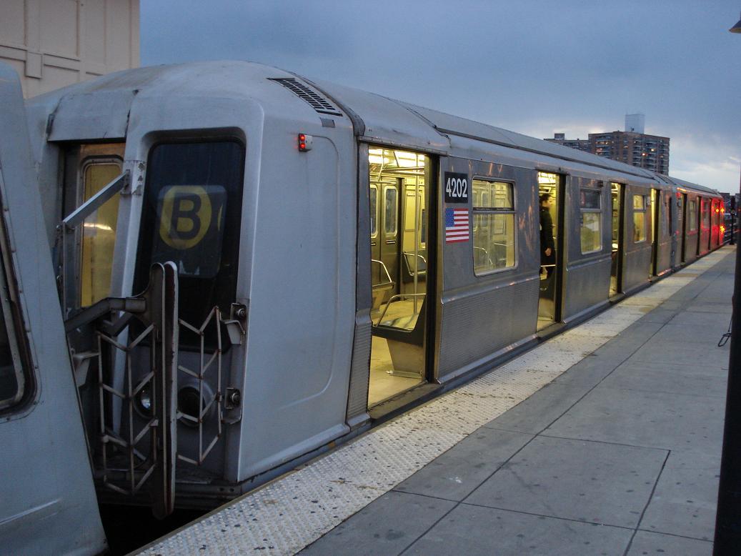 (110k, 1037x778)<br><b>Country:</b> United States<br><b>City:</b> New York<br><b>System:</b> New York City Transit<br><b>Line:</b> BMT Brighton Line<br><b>Location:</b> Brighton Beach <br><b>Route:</b> B<br><b>Car:</b> R-40 (St. Louis, 1968)  4202 <br><b>Photo by:</b> Michael Hodurski<br><b>Date:</b> 1/19/2007<br><b>Viewed (this week/total):</b> 0 / 3658