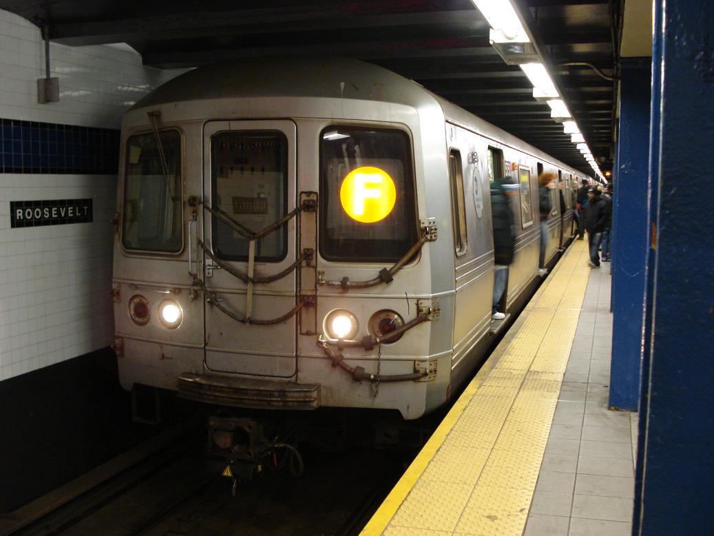(108k, 1037x778)<br><b>Country:</b> United States<br><b>City:</b> New York<br><b>System:</b> New York City Transit<br><b>Line:</b> IND Queens Boulevard Line<br><b>Location:</b> Roosevelt Avenue <br><b>Route:</b> F<br><b>Car:</b> R-46 (Pullman-Standard, 1974-75) 5750 <br><b>Photo by:</b> Michael Hodurski<br><b>Date:</b> 1/21/2007<br><b>Viewed (this week/total):</b> 2 / 2377