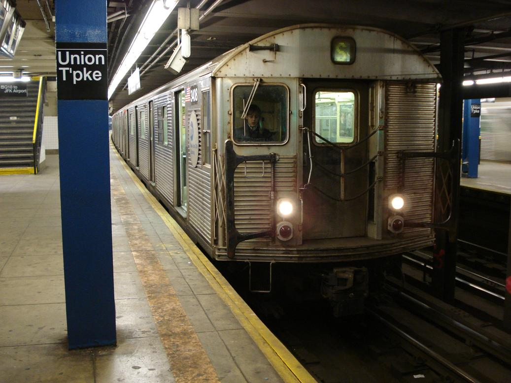 (129k, 1037x778)<br><b>Country:</b> United States<br><b>City:</b> New York<br><b>System:</b> New York City Transit<br><b>Line:</b> IND Queens Boulevard Line<br><b>Location:</b> Union Turnpike/Kew Gardens <br><b>Route:</b> S<br><b>Car:</b> R-32 (Budd, 1964)  3408 <br><b>Photo by:</b> Michael Hodurski<br><b>Date:</b> 1/21/2007<br><b>Viewed (this week/total):</b> 0 / 2658