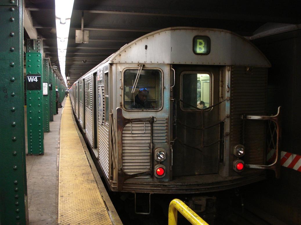 (118k, 1037x778)<br><b>Country:</b> United States<br><b>City:</b> New York<br><b>System:</b> New York City Transit<br><b>Line:</b> IND 6th Avenue Line<br><b>Location:</b> West 4th Street/Washington Square <br><b>Route:</b> B<br><b>Car:</b> R-32 (Budd, 1964)  3859 <br><b>Photo by:</b> Michael Hodurski<br><b>Date:</b> 1/19/2007<br><b>Viewed (this week/total):</b> 2 / 3225