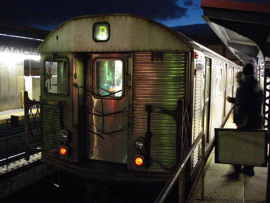 (166k, 1037x778)<br><b>Country:</b> United States<br><b>City:</b> New York<br><b>System:</b> New York City Transit<br><b>Line:</b> BMT Brighton Line<br><b>Location:</b> Brighton Beach <br><b>Route:</b> B<br><b>Car:</b> R-32 (Budd, 1964)  3859 <br><b>Photo by:</b> Michael Hodurski<br><b>Date:</b> 1/19/2007<br><b>Viewed (this week/total):</b> 2 / 2779