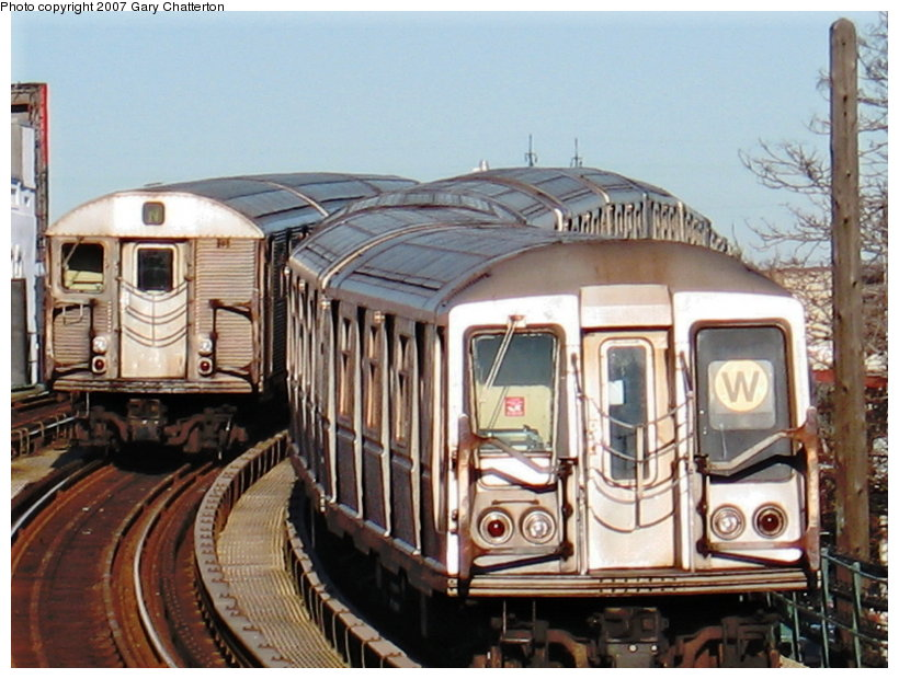 (122k, 820x620)<br><b>Country:</b> United States<br><b>City:</b> New York<br><b>System:</b> New York City Transit<br><b>Line:</b> BMT Astoria Line<br><b>Location:</b> 30th/Grand Aves. <br><b>Car:</b> R-40 (St. Louis, 1968)  4333 <br><b>Photo by:</b> Gary Chatterton<br><b>Date:</b> 1/17/2007<br><b>Notes:</b> With R32 3692 laid-up.<br><b>Viewed (this week/total):</b> 1 / 2308