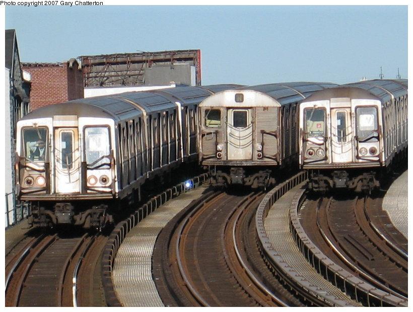 (120k, 820x620)<br><b>Country:</b> United States<br><b>City:</b> New York<br><b>System:</b> New York City Transit<br><b>Line:</b> BMT Astoria Line<br><b>Location:</b> 30th/Grand Aves. <br><b>Route:</b> N<br><b>Car:</b> R-40 (St. Louis, 1968)  4318 <br><b>Photo by:</b> Gary Chatterton<br><b>Date:</b> 1/17/2007<br><b>Notes:</b> With R32 3692 laid-up and R40 4333 on W<br><b>Viewed (this week/total):</b> 1 / 3106