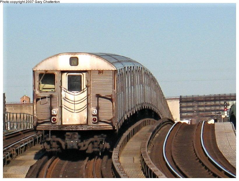 (103k, 820x620)<br><b>Country:</b> United States<br><b>City:</b> New York<br><b>System:</b> New York City Transit<br><b>Line:</b> BMT Astoria Line<br><b>Location:</b> 30th/Grand Aves. <br><b>Car:</b> R-32 (Budd, 1964)  3692 <br><b>Photo by:</b> Gary Chatterton<br><b>Date:</b> 1/17/2007<br><b>Viewed (this week/total):</b> 0 / 2122