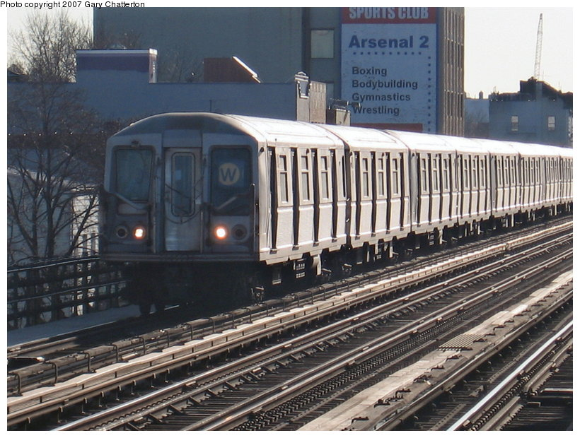 (140k, 820x620)<br><b>Country:</b> United States<br><b>City:</b> New York<br><b>System:</b> New York City Transit<br><b>Line:</b> BMT Astoria Line<br><b>Location:</b> 30th/Grand Aves. <br><b>Route:</b> W<br><b>Car:</b> R-40 (St. Louis, 1968)  4165 <br><b>Photo by:</b> Gary Chatterton<br><b>Date:</b> 1/17/2007<br><b>Viewed (this week/total):</b> 1 / 2946