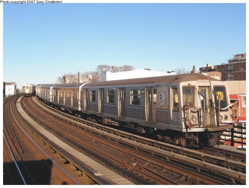 (117k, 820x620)<br><b>Country:</b> United States<br><b>City:</b> New York<br><b>System:</b> New York City Transit<br><b>Line:</b> BMT Astoria Line<br><b>Location:</b> 30th/Grand Aves. <br><b>Route:</b> W<br><b>Car:</b> R-40 (St. Louis, 1968)  4364 <br><b>Photo by:</b> Gary Chatterton<br><b>Date:</b> 1/17/2007<br><b>Viewed (this week/total):</b> 0 / 1643