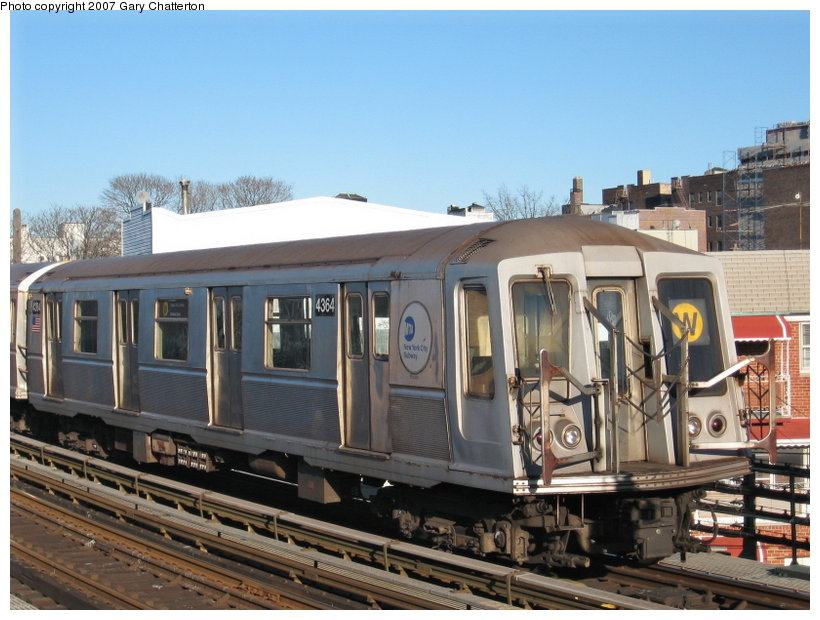 (117k, 820x620)<br><b>Country:</b> United States<br><b>City:</b> New York<br><b>System:</b> New York City Transit<br><b>Line:</b> BMT Astoria Line<br><b>Location:</b> 30th/Grand Aves. <br><b>Route:</b> W<br><b>Car:</b> R-40 (St. Louis, 1968)  4364 <br><b>Photo by:</b> Gary Chatterton<br><b>Date:</b> 1/17/2007<br><b>Viewed (this week/total):</b> 0 / 1852
