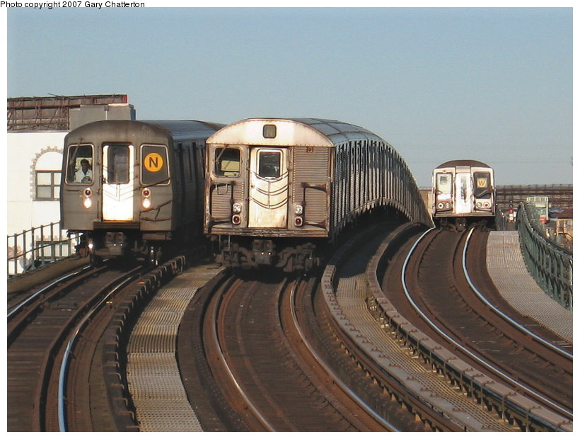 (113k, 820x620)<br><b>Country:</b> United States<br><b>City:</b> New York<br><b>System:</b> New York City Transit<br><b>Line:</b> BMT Astoria Line<br><b>Location:</b> 30th/Grand Aves. <br><b>Route:</b> N<br><b>Car:</b> R-68A (Kawasaki, 1988-1989)  5008 <br><b>Photo by:</b> Gary Chatterton<br><b>Date:</b> 1/17/2007<br><b>Notes:</b> With R32 3692 laid-up and R40 4364 on W.<br><b>Viewed (this week/total):</b> 1 / 3219