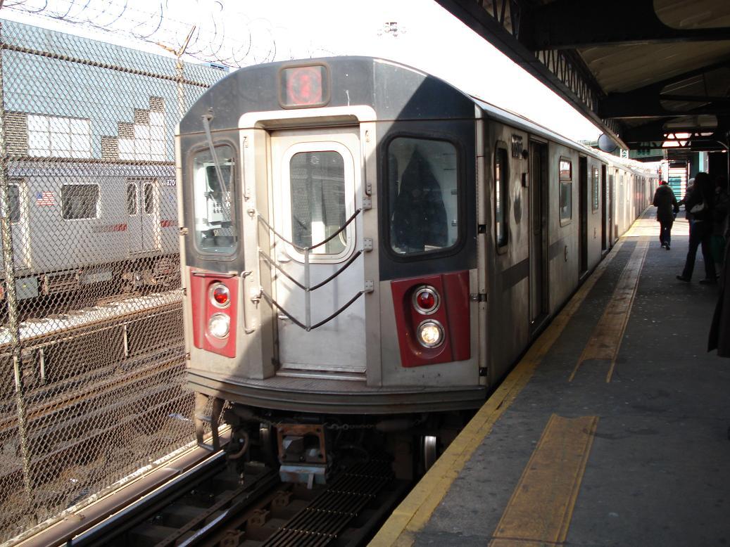 (166k, 1037x778)<br><b>Country:</b> United States<br><b>City:</b> New York<br><b>System:</b> New York City Transit<br><b>Line:</b> IRT White Plains Road Line<br><b>Location:</b> East 180th Street <br><b>Route:</b> 2<br><b>Car:</b> R-142 (Primary Order, Bombardier, 1999-2002)  6516 <br><b>Photo by:</b> Michael Hodurski<br><b>Date:</b> 1/23/2007<br><b>Viewed (this week/total):</b> 0 / 3806