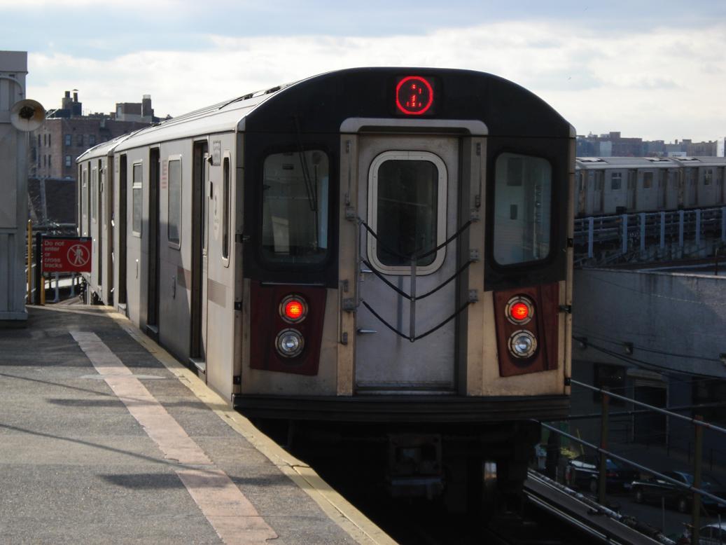(99k, 1037x778)<br><b>Country:</b> United States<br><b>City:</b> New York<br><b>System:</b> New York City Transit<br><b>Line:</b> IRT White Plains Road Line<br><b>Location:</b> East 180th Street <br><b>Route:</b> 5<br><b>Car:</b> R-142 (Primary Order, Bombardier, 1999-2002)  6556 <br><b>Photo by:</b> Michael Hodurski<br><b>Date:</b> 1/23/2007<br><b>Viewed (this week/total):</b> 0 / 3583