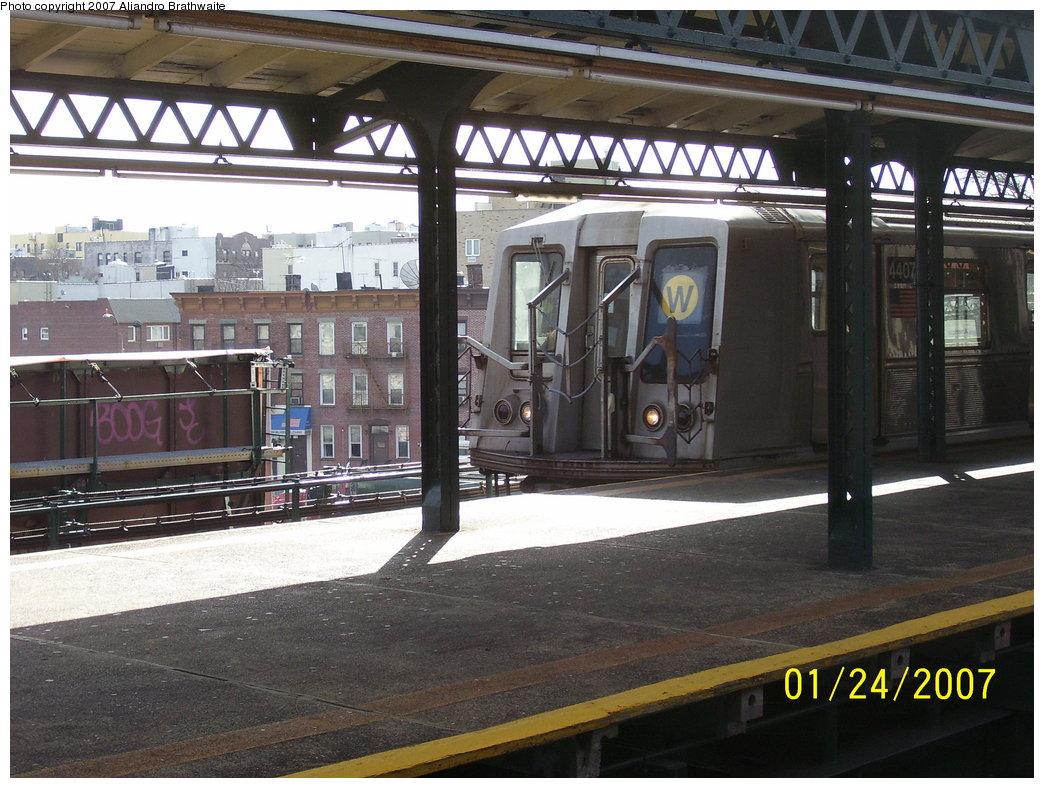 (201k, 1044x788)<br><b>Country:</b> United States<br><b>City:</b> New York<br><b>System:</b> New York City Transit<br><b>Line:</b> BMT Astoria Line<br><b>Location:</b> Astoria Boulevard/Hoyt Avenue <br><b>Route:</b> W<br><b>Car:</b> R-40 (St. Louis, 1968)  4407 <br><b>Photo by:</b> Aliandro Brathwaite<br><b>Date:</b> 1/24/2007<br><b>Viewed (this week/total):</b> 0 / 2676