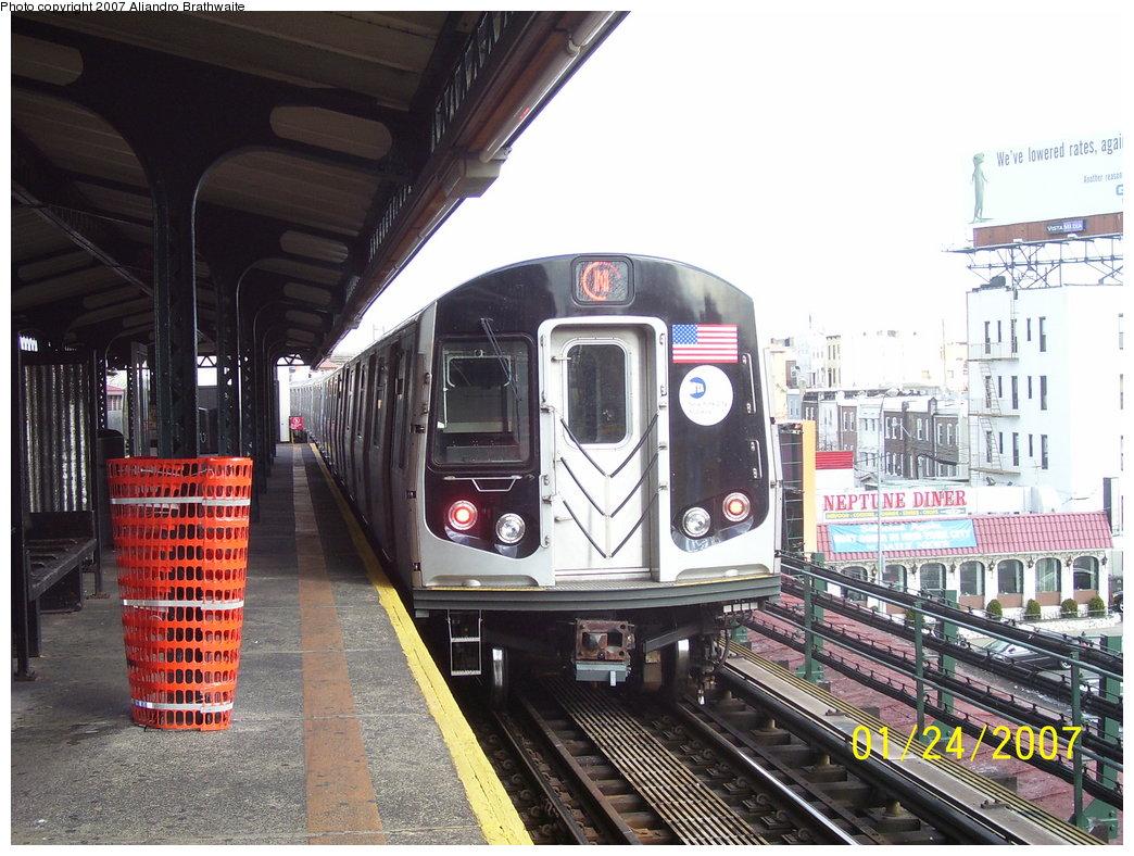 (210k, 1044x788)<br><b>Country:</b> United States<br><b>City:</b> New York<br><b>System:</b> New York City Transit<br><b>Line:</b> BMT Astoria Line<br><b>Location:</b> Astoria Boulevard/Hoyt Avenue <br><b>Route:</b> N<br><b>Car:</b> R-160B (Kawasaki, 2005-2008)  8722 <br><b>Photo by:</b> Aliandro Brathwaite<br><b>Date:</b> 1/24/2007<br><b>Viewed (this week/total):</b> 1 / 3654