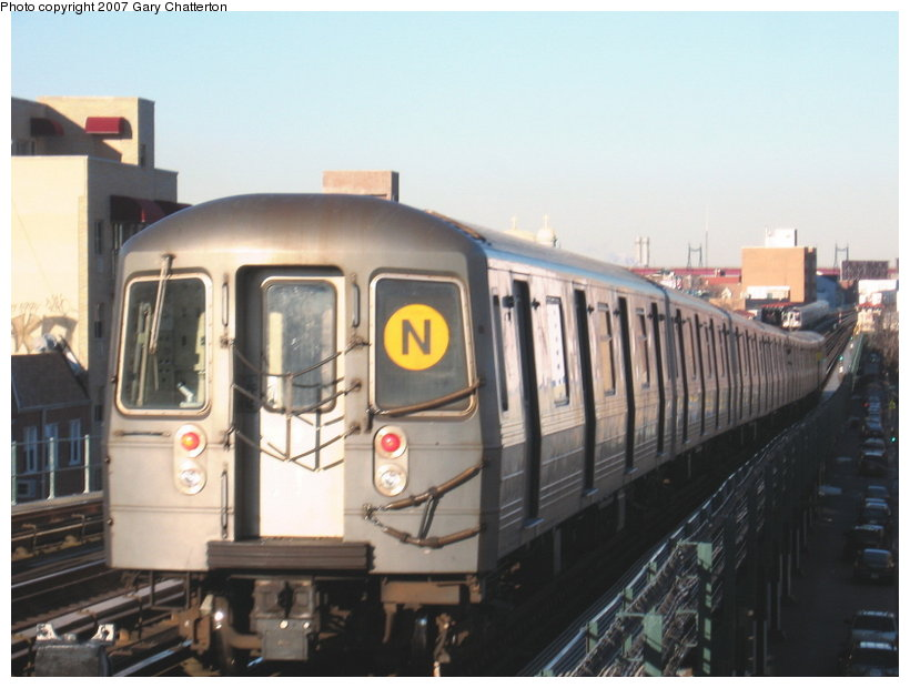 (88k, 820x620)<br><b>Country:</b> United States<br><b>City:</b> New York<br><b>System:</b> New York City Transit<br><b>Line:</b> BMT Astoria Line<br><b>Location:</b> Broadway <br><b>Route:</b> N<br><b>Car:</b> R-68A (Kawasaki, 1988-1989)  5090 <br><b>Photo by:</b> Gary Chatterton<br><b>Date:</b> 11/21/2006<br><b>Viewed (this week/total):</b> 0 / 2075