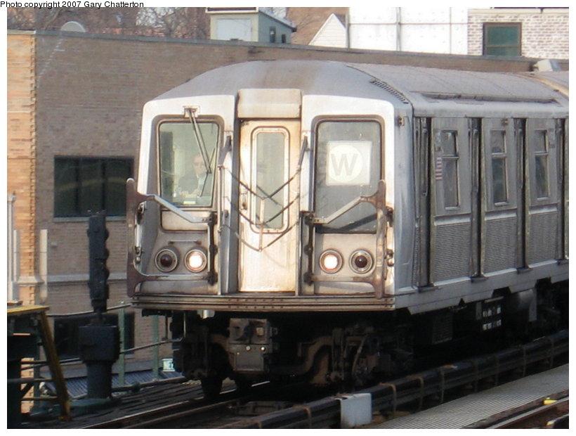 (106k, 820x620)<br><b>Country:</b> United States<br><b>City:</b> New York<br><b>System:</b> New York City Transit<br><b>Line:</b> BMT Astoria Line<br><b>Location:</b> 30th/Grand Aves. <br><b>Route:</b> W<br><b>Car:</b> R-40 (St. Louis, 1968)  4359 <br><b>Photo by:</b> Gary Chatterton<br><b>Date:</b> 1/30/2007<br><b>Viewed (this week/total):</b> 0 / 2358