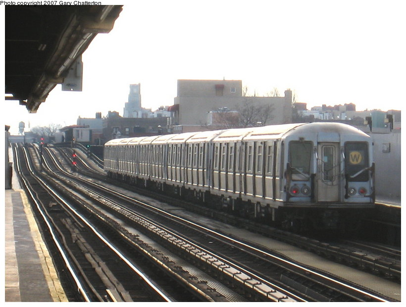 (102k, 820x620)<br><b>Country:</b> United States<br><b>City:</b> New York<br><b>System:</b> New York City Transit<br><b>Line:</b> BMT Astoria Line<br><b>Location:</b> 30th/Grand Aves. <br><b>Route:</b> W<br><b>Car:</b> R-40 (St. Louis, 1968)  4398 <br><b>Photo by:</b> Gary Chatterton<br><b>Date:</b> 1/30/2007<br><b>Viewed (this week/total):</b> 0 / 2186