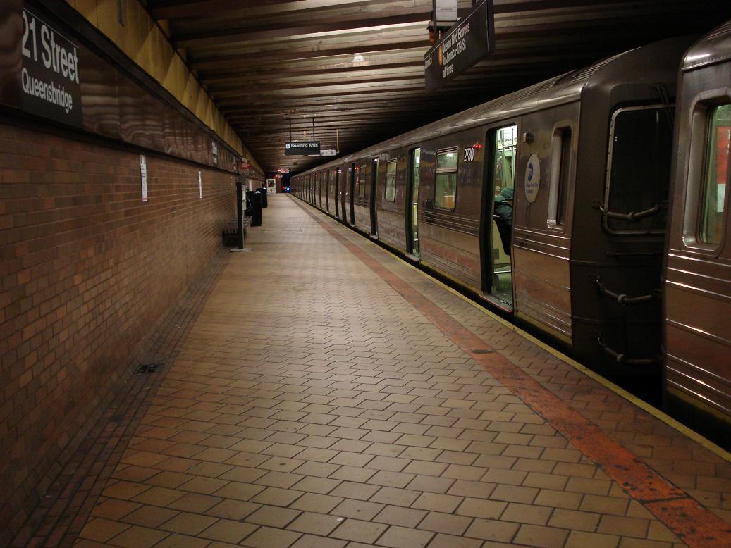 (127k, 1037x778)<br><b>Country:</b> United States<br><b>City:</b> New York<br><b>System:</b> New York City Transit<br><b>Line:</b> IND 63rd Street<br><b>Location:</b> 21st Street/Queensbridge <br><b>Route:</b> Q<br><b>Car:</b> R-68 (Westinghouse-Amrail, 1986-1988)  2780 <br><b>Photo by:</b> Michael Hodurski<br><b>Date:</b> 1/27/2007<br><b>Viewed (this week/total):</b> 0 / 3162