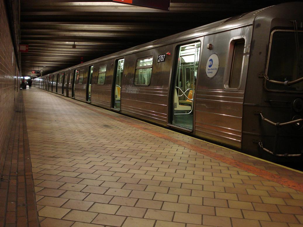 (124k, 1037x778)<br><b>Country:</b> United States<br><b>City:</b> New York<br><b>System:</b> New York City Transit<br><b>Line:</b> IND 63rd Street<br><b>Location:</b> 21st Street/Queensbridge <br><b>Route:</b> Q<br><b>Car:</b> R-68 (Westinghouse-Amrail, 1986-1988)  2787 <br><b>Photo by:</b> Michael Hodurski<br><b>Date:</b> 1/28/2007<br><b>Viewed (this week/total):</b> 0 / 3579