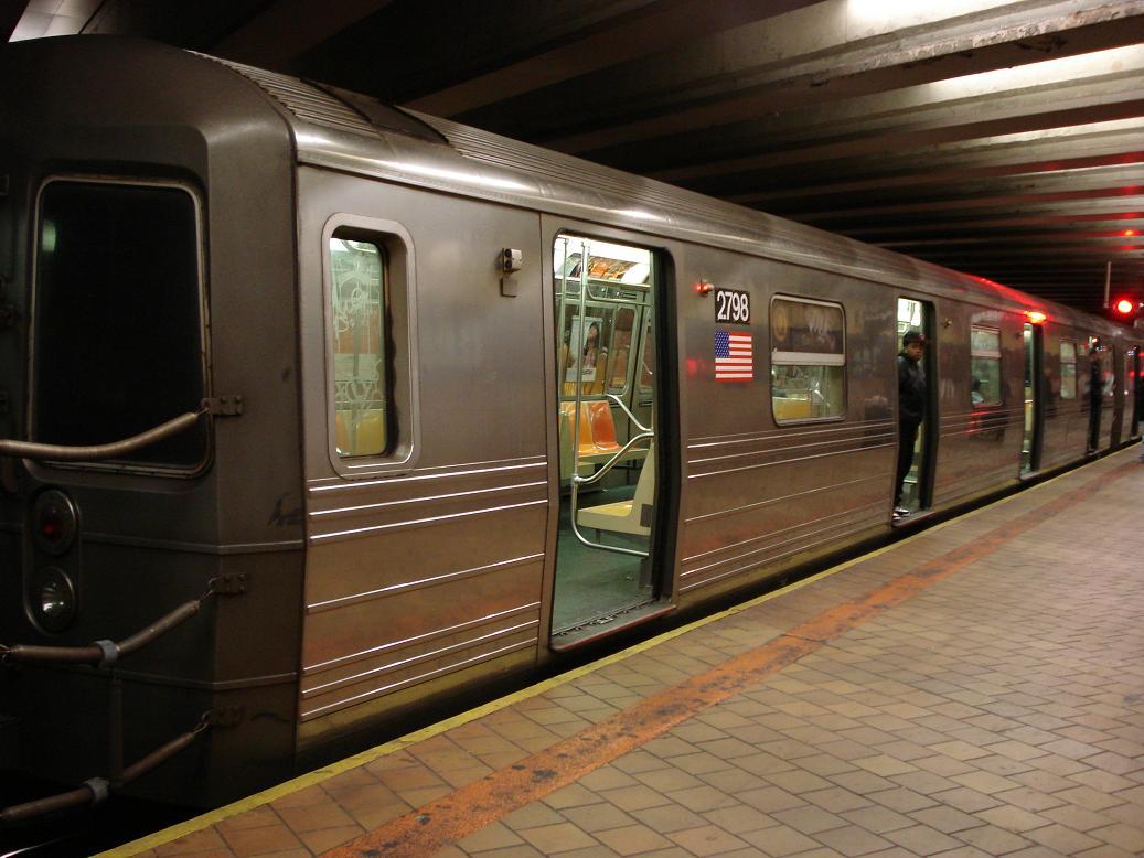 (119k, 1037x778)<br><b>Country:</b> United States<br><b>City:</b> New York<br><b>System:</b> New York City Transit<br><b>Line:</b> IND 63rd Street<br><b>Location:</b> 21st Street/Queensbridge <br><b>Route:</b> Q<br><b>Car:</b> R-68 (Westinghouse-Amrail, 1986-1988)  2798 <br><b>Photo by:</b> Michael Hodurski<br><b>Date:</b> 1/28/2007<br><b>Viewed (this week/total):</b> 4 / 3520