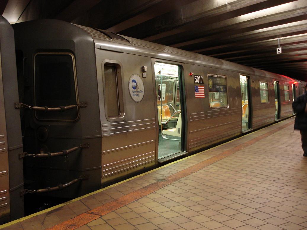 (117k, 1037x778)<br><b>Country:</b> United States<br><b>City:</b> New York<br><b>System:</b> New York City Transit<br><b>Line:</b> IND 63rd Street<br><b>Location:</b> 21st Street/Queensbridge <br><b>Route:</b> Q<br><b>Car:</b> R-68A (Kawasaki, 1988-1989)  5017 <br><b>Photo by:</b> Michael Hodurski<br><b>Date:</b> 1/27/2007<br><b>Viewed (this week/total):</b> 1 / 3491