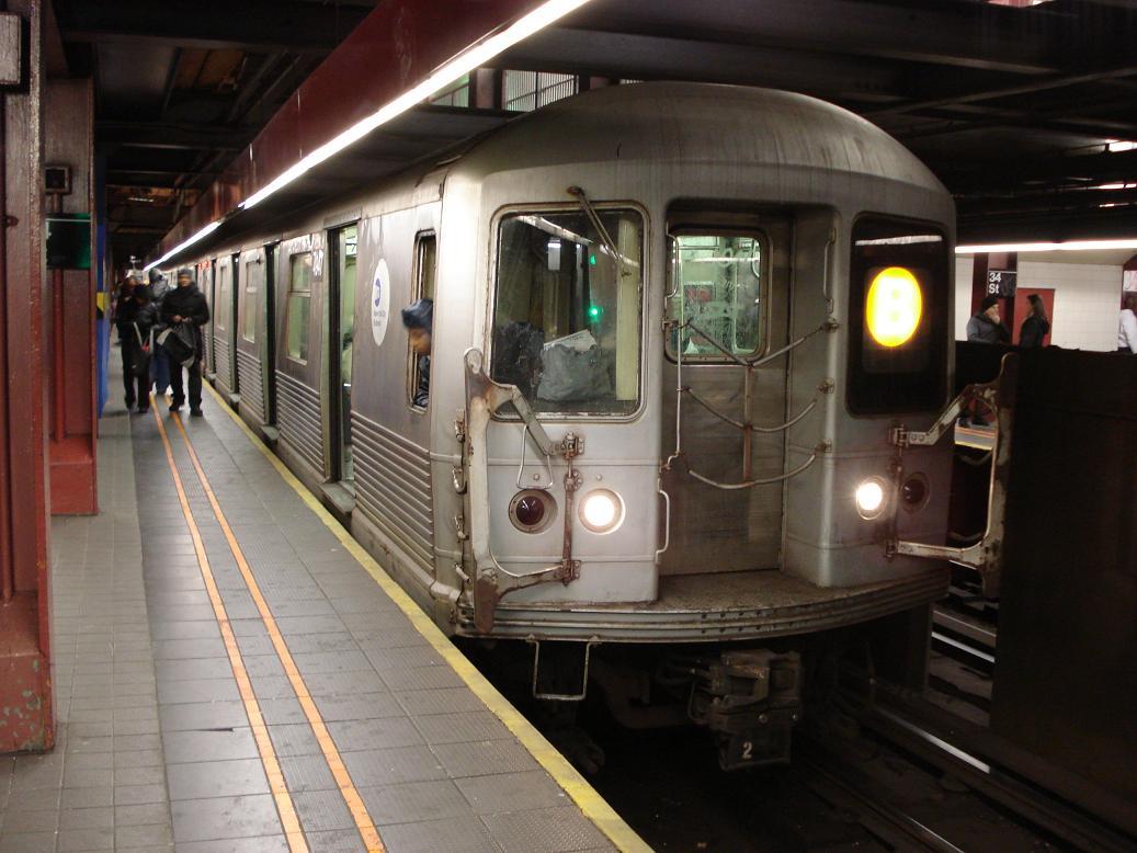 (120k, 1037x778)<br><b>Country:</b> United States<br><b>City:</b> New York<br><b>System:</b> New York City Transit<br><b>Line:</b> IND 6th Avenue Line<br><b>Location:</b> 34th Street/Herald Square <br><b>Route:</b> B<br><b>Car:</b> R-42 (St. Louis, 1969-1970)  4947 <br><b>Photo by:</b> Michael Hodurski<br><b>Date:</b> 1/26/2007<br><b>Viewed (this week/total):</b> 0 / 3906
