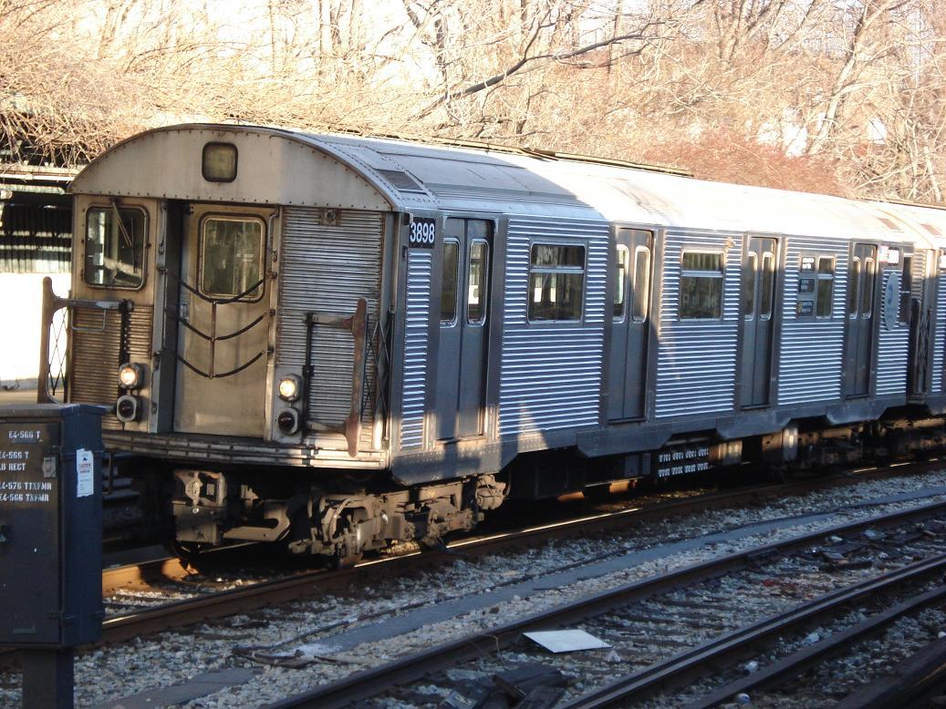 (195k, 1037x778)<br><b>Country:</b> United States<br><b>City:</b> New York<br><b>System:</b> New York City Transit<br><b>Line:</b> BMT Sea Beach Line<br><b>Location:</b> 8th Avenue <br><b>Route:</b> R<br><b>Car:</b> R-32 (Budd, 1964)  3898 <br><b>Photo by:</b> Michael Hodurski<br><b>Date:</b> 1/25/2007<br><b>Viewed (this week/total):</b> 5 / 2766