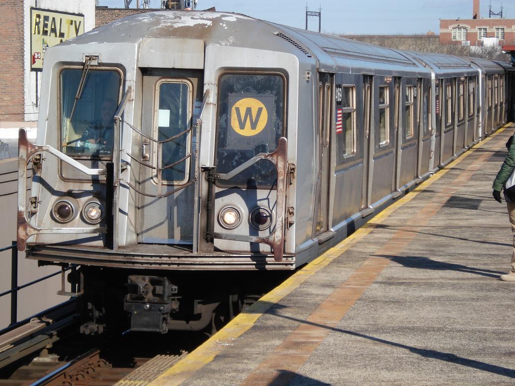(167k, 1037x778)<br><b>Country:</b> United States<br><b>City:</b> New York<br><b>System:</b> New York City Transit<br><b>Line:</b> BMT Astoria Line<br><b>Location:</b> Astoria Boulevard/Hoyt Avenue <br><b>Route:</b> W<br><b>Car:</b> R-40 (St. Louis, 1968)  4169 <br><b>Photo by:</b> Michael Hodurski<br><b>Date:</b> 1/31/2007<br><b>Viewed (this week/total):</b> 0 / 2816
