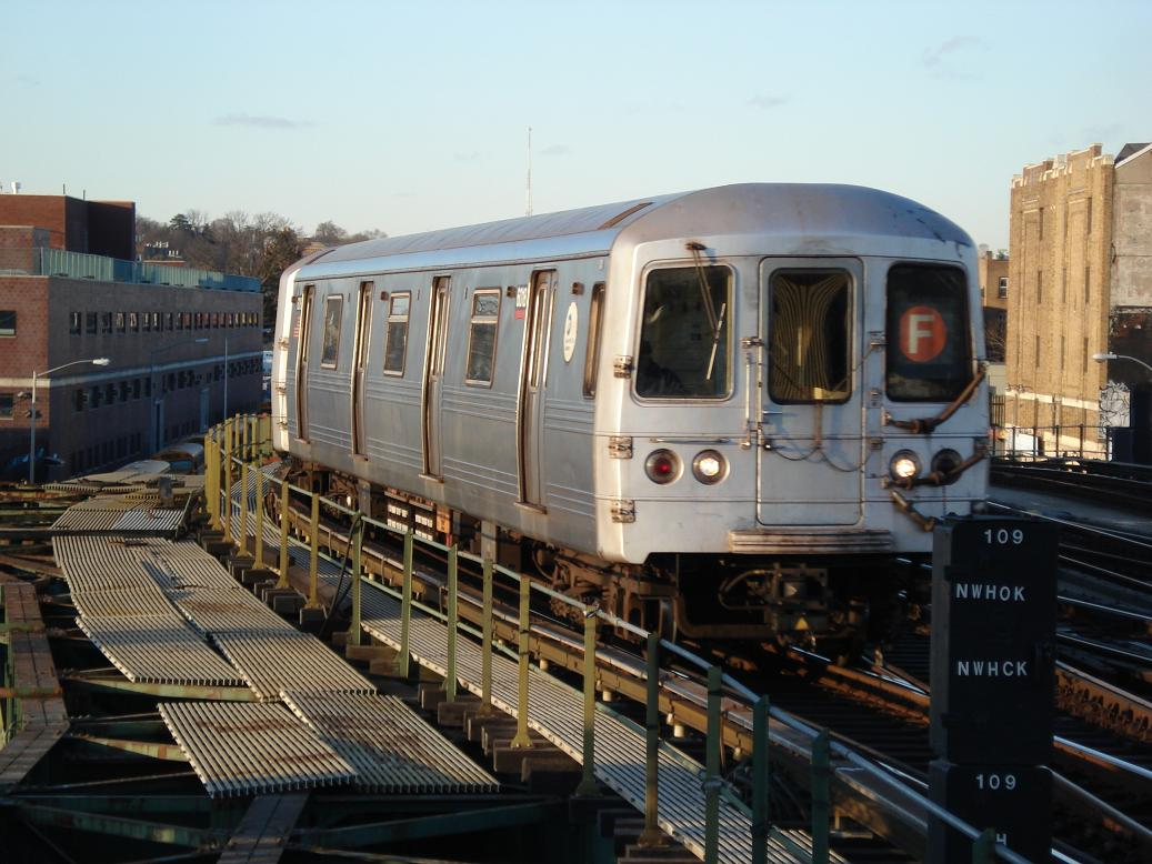 (138k, 1037x778)<br><b>Country:</b> United States<br><b>City:</b> New York<br><b>System:</b> New York City Transit<br><b>Line:</b> BMT Culver Line<br><b>Location:</b> Ditmas Avenue <br><b>Route:</b> F<br><b>Car:</b> R-46 (Pullman-Standard, 1974-75) 6018 <br><b>Photo by:</b> Michael Hodurski<br><b>Date:</b> 1/26/2007<br><b>Viewed (this week/total):</b> 1 / 1817