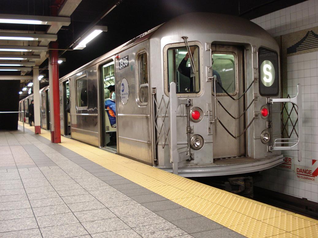 (142k, 1037x778)<br><b>Country:</b> United States<br><b>City:</b> New York<br><b>System:</b> New York City Transit<br><b>Line:</b> IRT Times Square-Grand Central Shuttle<br><b>Location:</b> Grand Central <br><b>Route:</b> S<br><b>Car:</b> R-62A (Bombardier, 1984-1987)  1935 <br><b>Photo by:</b> Michael Hodurski<br><b>Date:</b> 1/26/2007<br><b>Viewed (this week/total):</b> 0 / 2295
