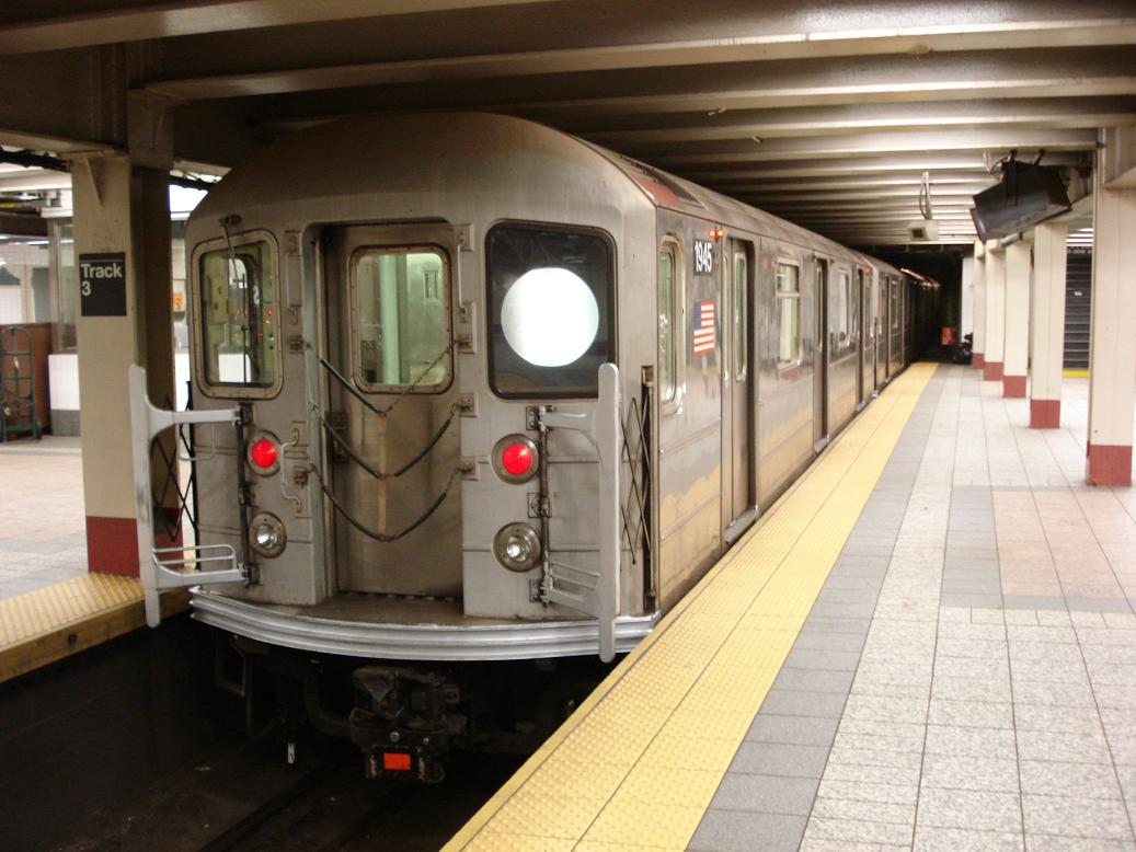 (119k, 1037x778)<br><b>Country:</b> United States<br><b>City:</b> New York<br><b>System:</b> New York City Transit<br><b>Line:</b> IRT Times Square-Grand Central Shuttle<br><b>Location:</b> Grand Central <br><b>Route:</b> S<br><b>Car:</b> R-62A (Bombardier, 1984-1987)  1945 <br><b>Photo by:</b> Michael Hodurski<br><b>Date:</b> 1/26/2007<br><b>Viewed (this week/total):</b> 0 / 2711