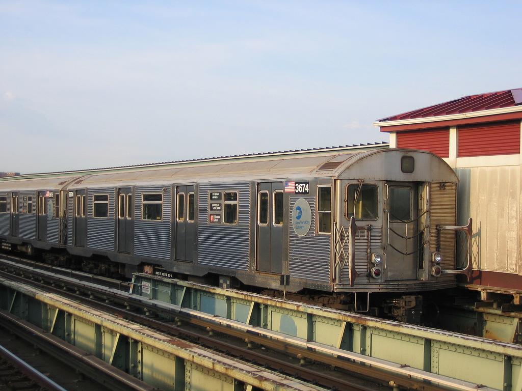 (118k, 1024x768)<br><b>Country:</b> United States<br><b>City:</b> New York<br><b>System:</b> New York City Transit<br><b>Line:</b> BMT Culver Line<br><b>Location:</b> Avenue X <br><b>Photo by:</b> Michael Hodurski<br><b>Date:</b> 4/13/2006<br><b>Viewed (this week/total):</b> 0 / 1095